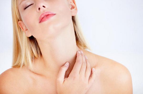 Увлажнение кожи шеи и декольте