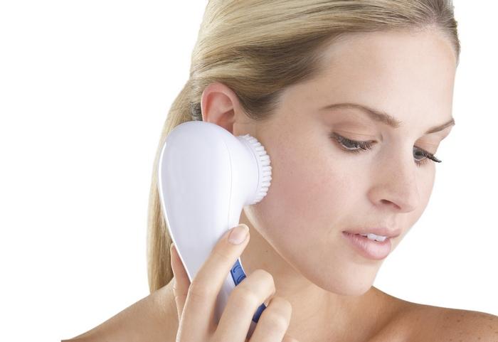Чистка лица в домашних условиях и у косметолога