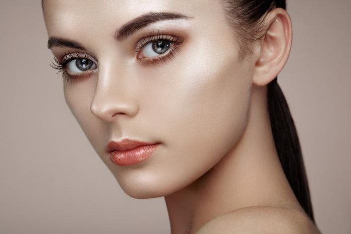 Естественный стробинг макияж